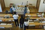 礼拝後、召天者記念会の準備
