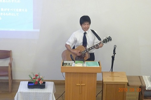 今月は聖会の歌を練習