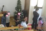 礼拝後、クリスマス飾りつけ