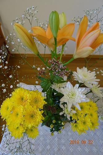 特別礼拝の講壇の花