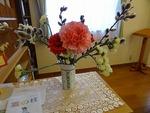 明るい色の花が増えてきました