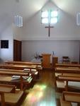 昼時の礼拝堂 ステンドグラスの光がきれいです