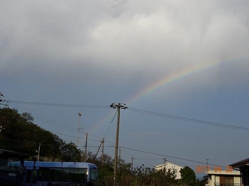 どしゃ降りの後の虹