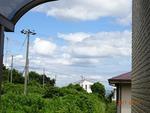 8月の空と海 教会の玄関横手から